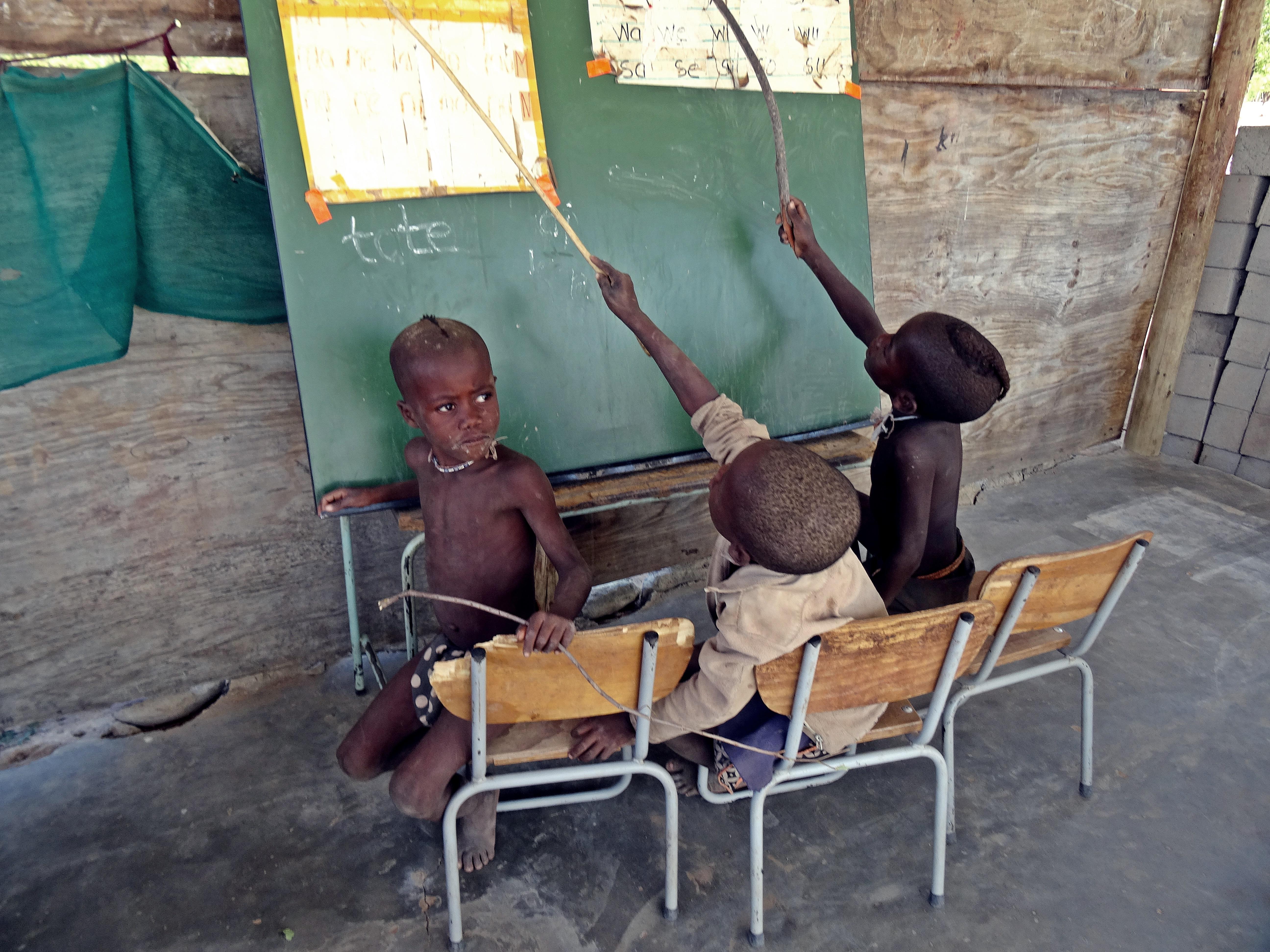 <span style='display:none;'>z</span>Bau eines Klassenzimmers für Grundschüler in Ombaka, Kunene Region, Namibia